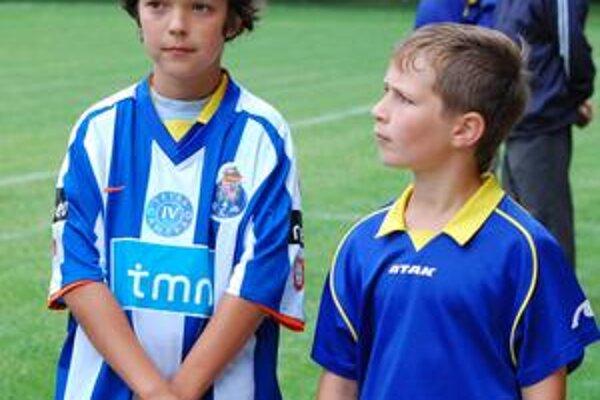 V drese FC Porta. Trebišovský žiak, ktorý vyhral v žrebovaní dres od Stepanova, v ňom možno aj spal.
