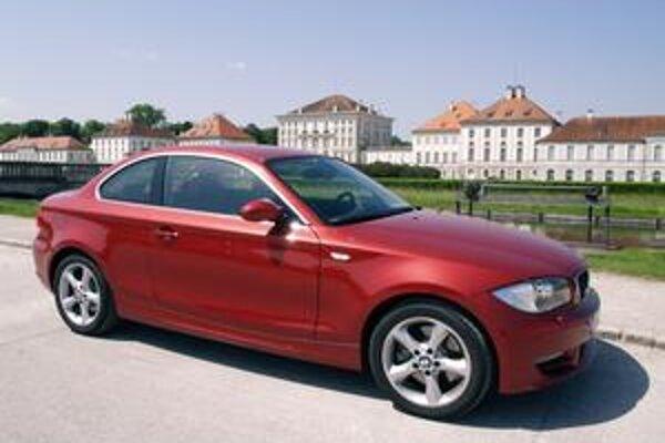 """Kupé BMW 123d. Kupé má """"sympatickejšiu"""" karosériu ako limuzína radu 1"""