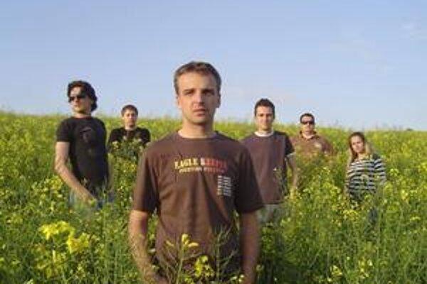 Power of Flower. Košická kapela vydáva svoj prvý veľký maxisingel. Zaujme?