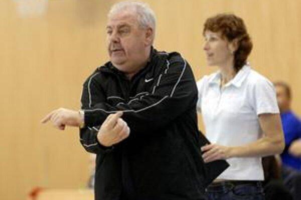 Kormidelník. Trénerovi Karnayovi vypadla kľúčová hráčka.