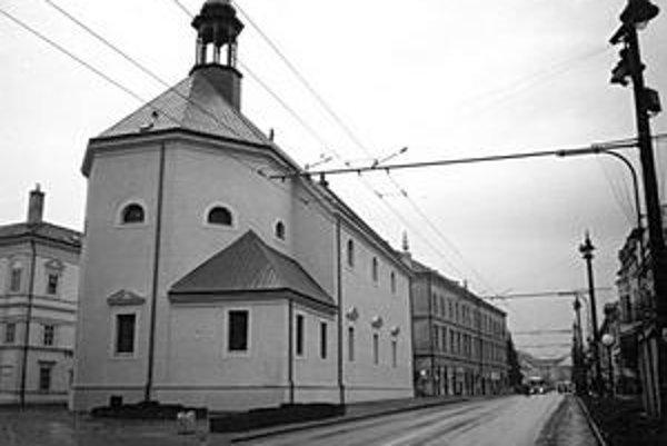 Kostol sv. Trojice. Spolu s kolégiom ho kúpila ev. a.v. cirkev za 6-tisíc zlatých v r. 1783.
