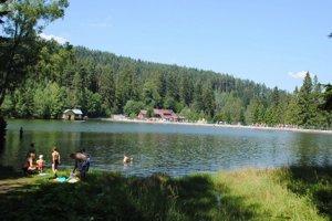 Jazero Úhorná. Je vlete obľúbené miesto výletníkov.