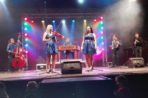 Cimbalovka na pódiu.