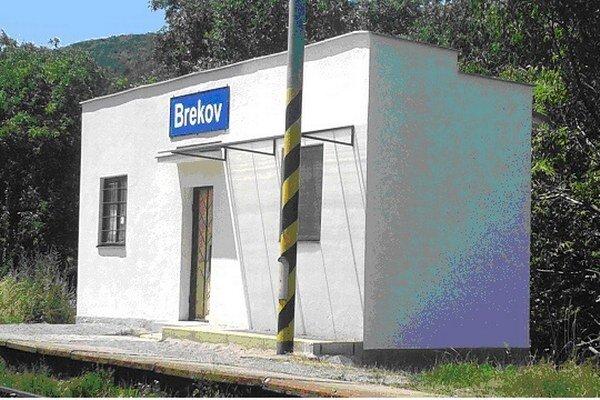 Železničná zastávka vBrekove.