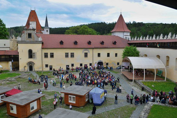 Kežmarský hrad. Tu odohrajú predstavenie Krvavé dejiny.