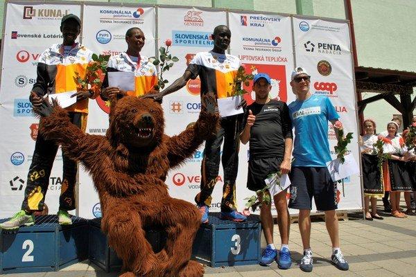 Na skok do Afriky. Kompletný stupeň víťazov obsadili Keňania.