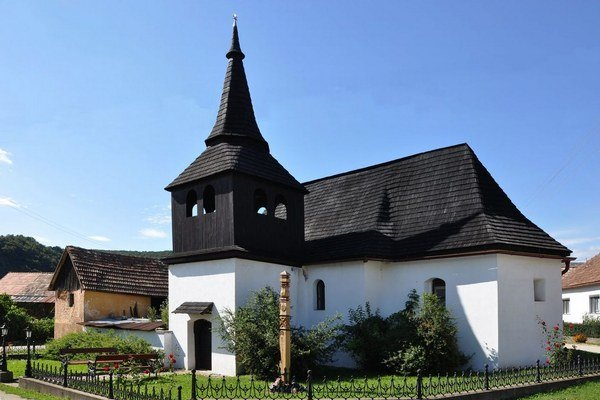 Bohúňovský kostol. Chrám datujú na koniec 15. storočia.