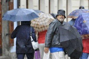 Dážď a vietor. Ceu víkend sa ochladí.