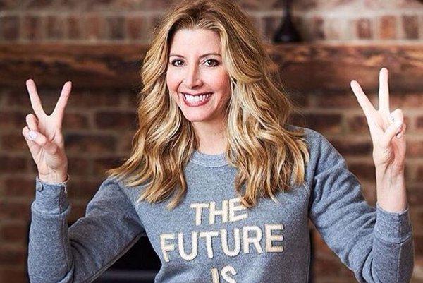 Úspešná podnikateľka. Sara Blakely kedysi predávala faxy, dnes je uznávaná miliardárka.