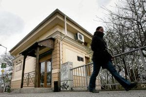 MÝTNY DOMČEK STARÝ MOST: Mýtny domček pri Starom moste na petržalskej strane Dunaja.