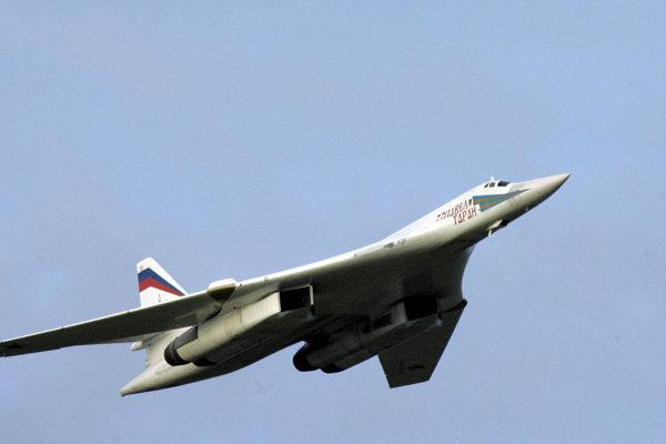 Strategický bombardér Tu-160.