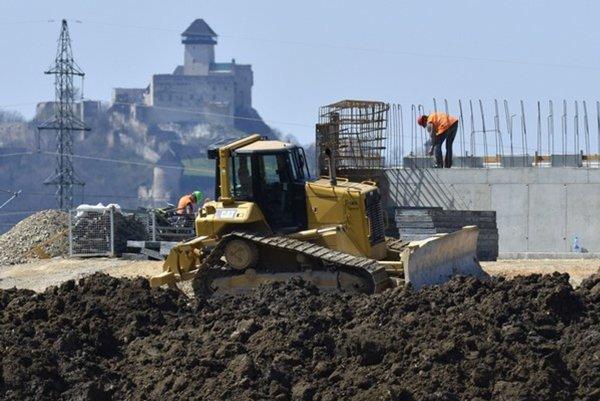 Ku koncu roka sa má dokončiť modernizácia úseku pri Trenčíne.