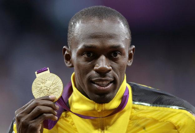 Usain Bolt sa póz so zlatou olympijskou medailou nechce vzdať. Trúfa si aj na svetový rekord.