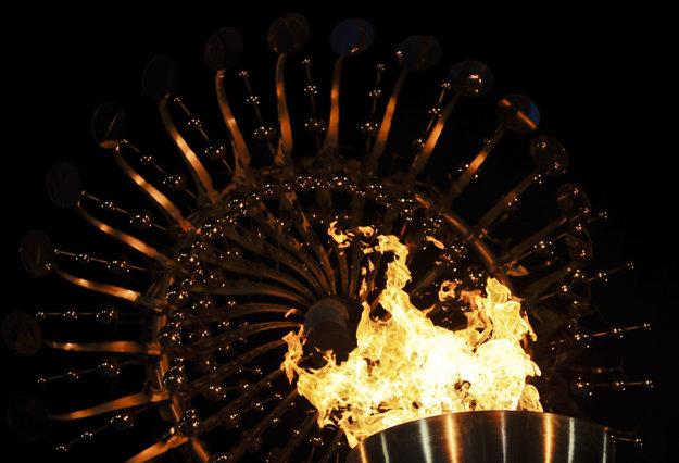 V Riu už horí olympijský oheň.