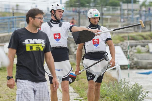 Juraj Minčík (vľavo) s bratrancami Škantárovcami. Minčík získal v Sydney bronz, jeho zverenci ho chcú prekonať.