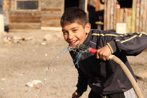 Voda v slovenských rómskych osadách nie je samozrejmosťou ani v 21. storočí.