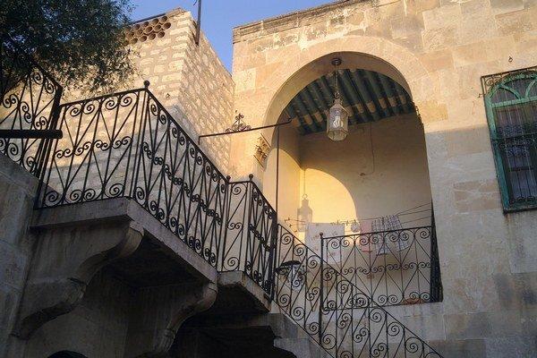 Dom v starom meste Aleppa, v ktorom Hakam vyrástol. Dnes sa sem vracia len občas.