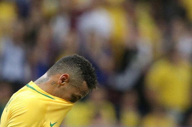 Sklamaný Neymar po zápase proti Iraku.