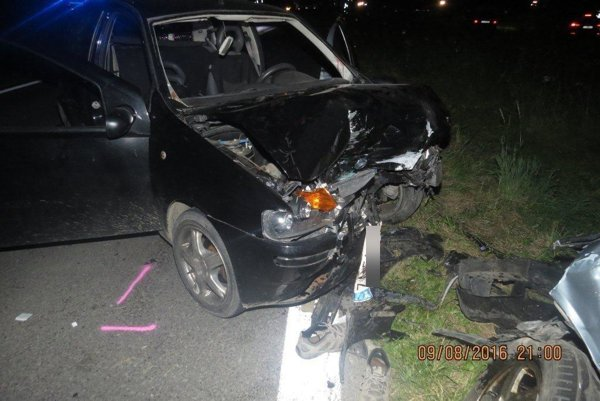 Večernú nehodu spôsobilo ignorovanie zákazu predbiehania.