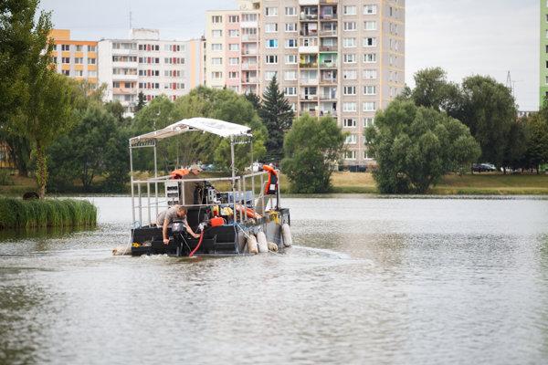 Čistenie jazera. Mesto objednalo ďalšiu injekciu.