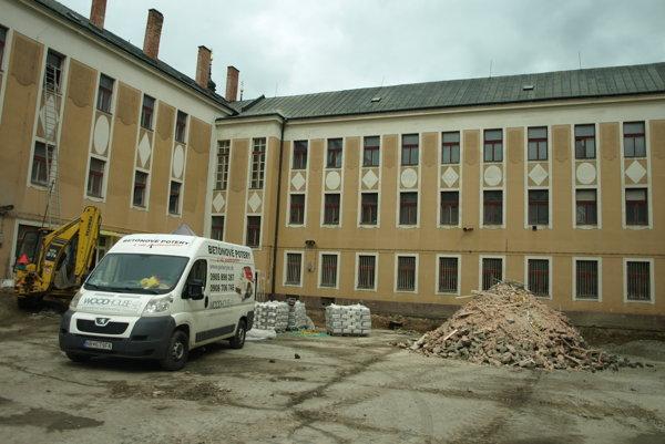 V budove prebieha rozsiahla rekonštrukcia