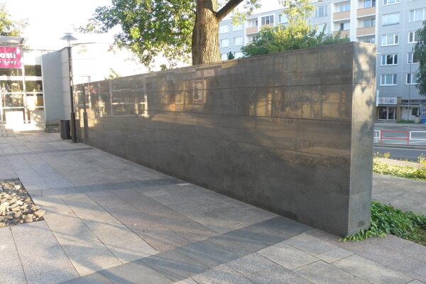 V budúcnosti by na veľkom múre mali byť tabuľky s menami osobností Prievidze.