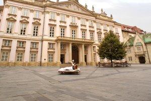 Spálňa pred Primaciálnym palácom v Bratislave.