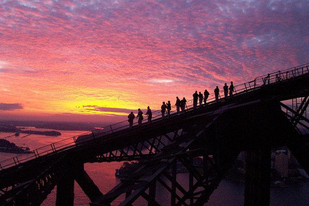 Výstup na Prístavný most v Sydney je mierne namáhavý.