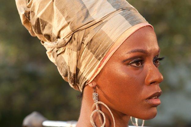 Ako speváčka Nina Simone vo filme Nina (2016).