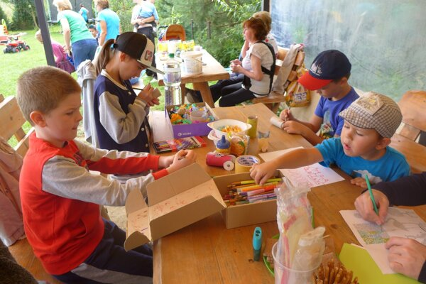 Deti počas tvorivých dielní.