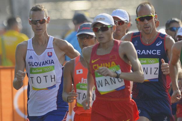 Matej Tóth (vľavo) bojuje o medailu.