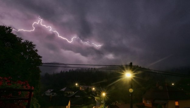 Búrky vyčíňali aj v Košickom kraji. Snímka je z Rudnian v okrese Spišská Nová Ves.