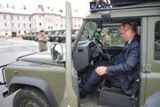 Minister Gajdoš. Vyskúšal si nové vozidlo.