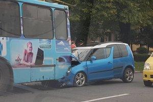 Nehoda. Mieru zavinenia vyšetruje polícia.
