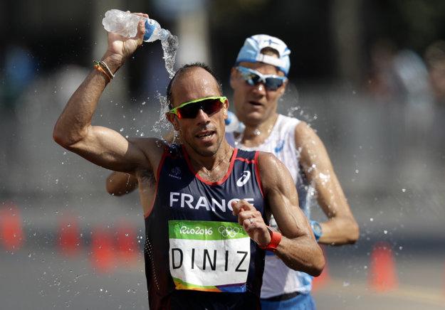 Yahann Diniz svoj olympijský závod psychicky nezvládol. Jeho bojovnosť sa však stala jedným z príbehov Olympijských hier.