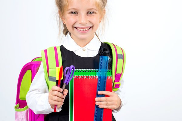 Už sa to blíži. Skôr než zaznie školský zvonec, treba prváčikom nakúpiť množstvo vecí.
