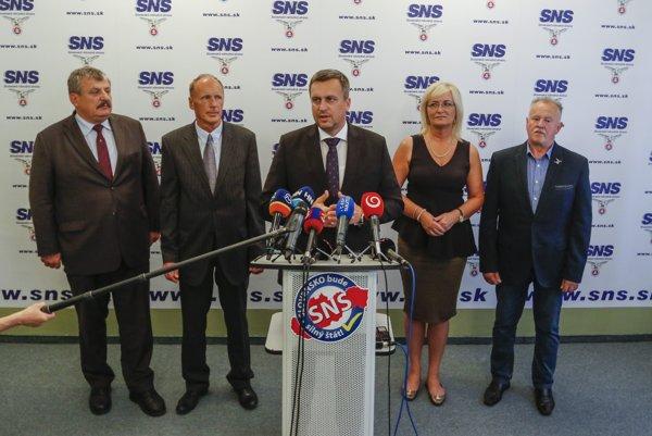 Zľava Anton Hrnko, Jaroslav Paška, Andrej Danko, Eva Smolíková a Cyril Leško.