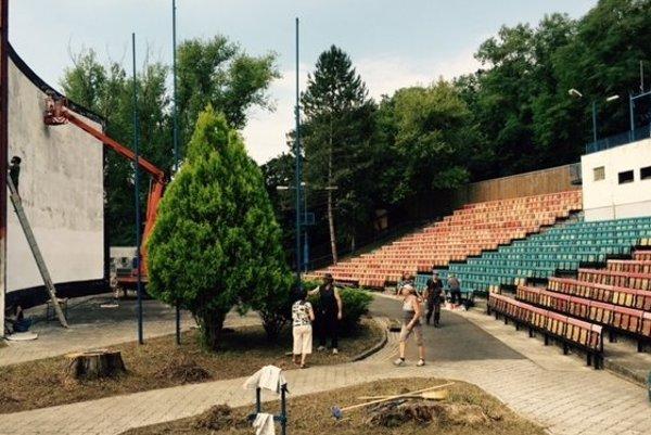 Pred príchodom kinobusu obnovili v Tlmačoch amfiteáter.