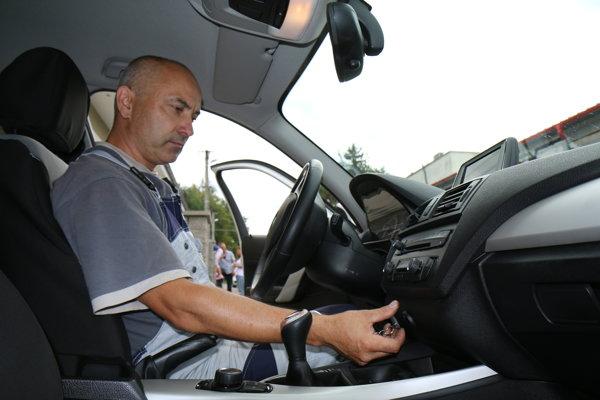 Žiak aj inštruktor sa prihlásia po priložení tokenu ku GPS modulu.