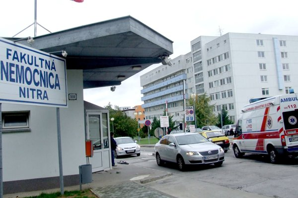 V nemocnici idú na krízový režim.
