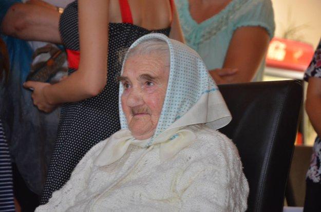 Babička oslávila krásne okrúhle narodeniny.