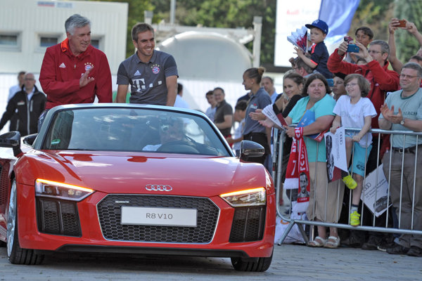 Futbalisti Bayernu dostali od Audi vozidlo podľa vlastného výberu