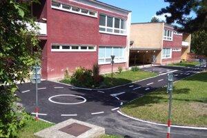 V materskej škole vyrástlo počas leta dopravné ihrisko.