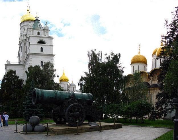 Car-puška na Katedrálom námestí moskovského Kremľa.
