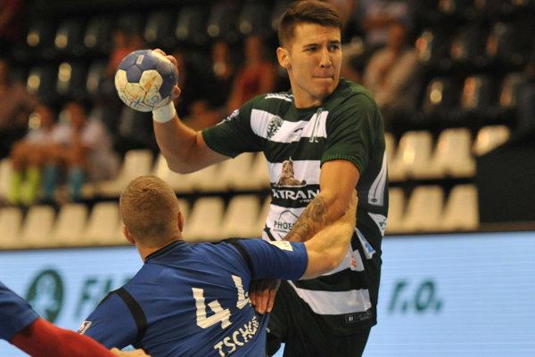 Lukáš Urban predviedol v zápase s Vardarom dobrý výkon.