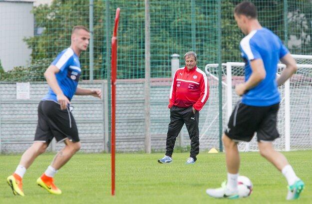 Ján Kozák je v hráčmi ktorých vybral spokojný. Na kvalifikáciu chce vyskúšať ešte ďalších mladíkov.