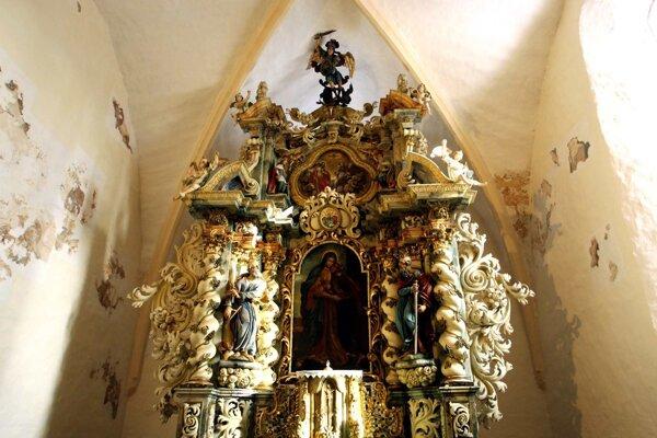 Demontáž oltára bola náročná, preskúmajú ho v Bratislave.