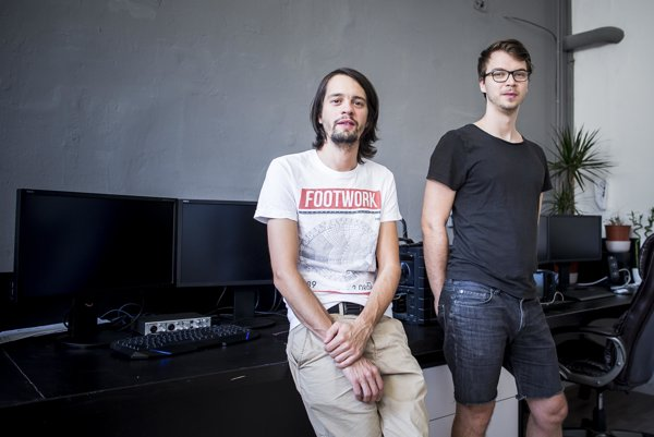Matej Černušák a Alex Zelina sa venujú vizualizácii hudby.