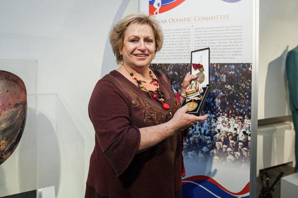 Medailistka. Svoje dve zlaté medaily venovala Múzeu telesnej kultúry.