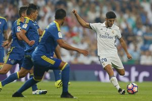Marco Asensio (v bielom) sa už v mladom veku stáva postrachom každej obrany.